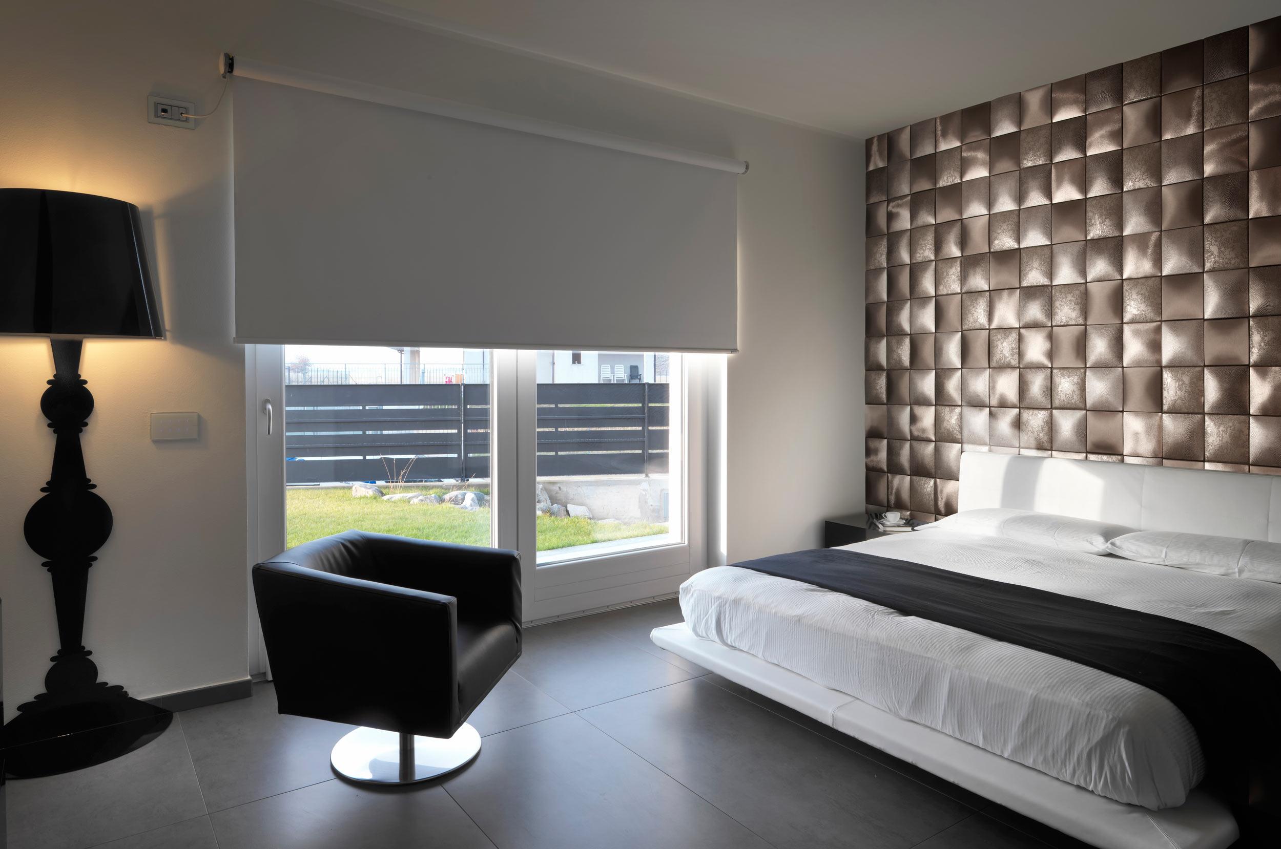 Мягкая стена в интерьере спальни