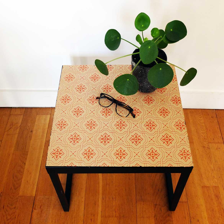 Оклейка стола остатками обоев