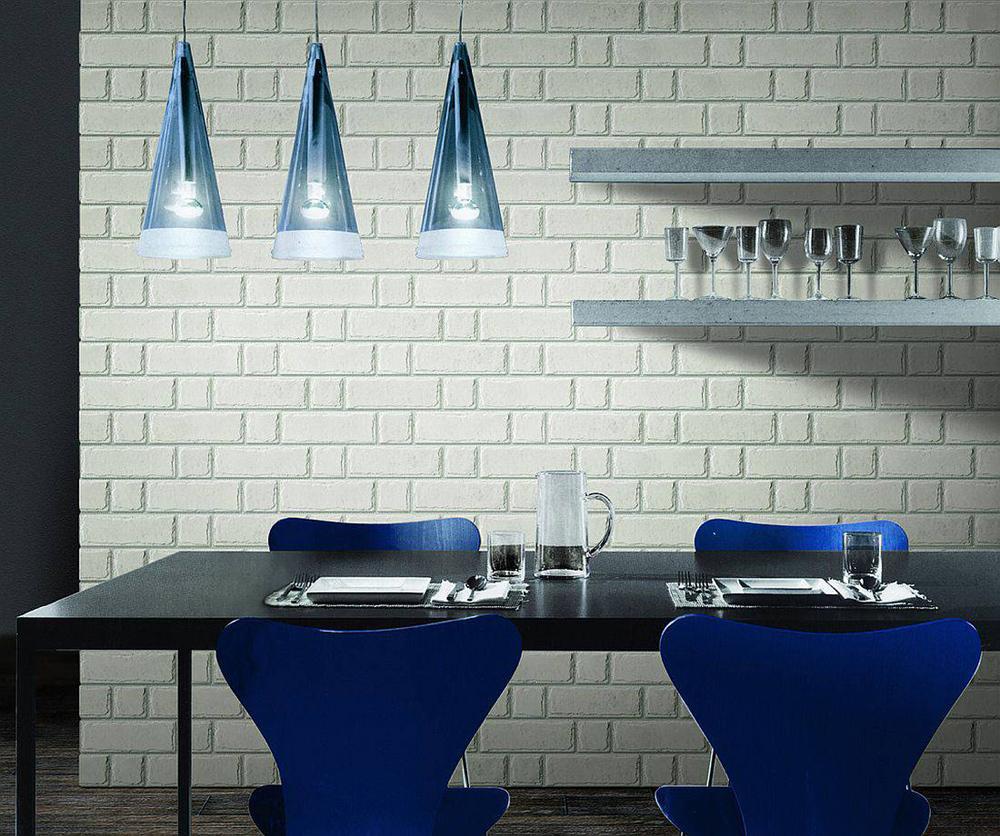 Кирпичная стена в кухне-столовой