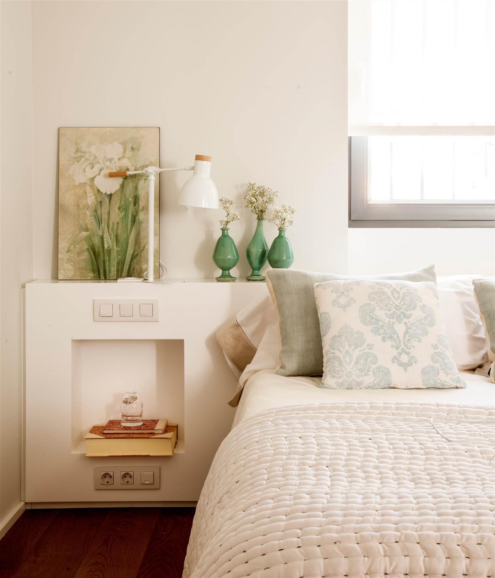 Расстановка мебели в спальне светлой