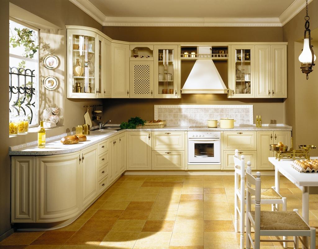 Классический кухонный гарнитур светлого оттенка