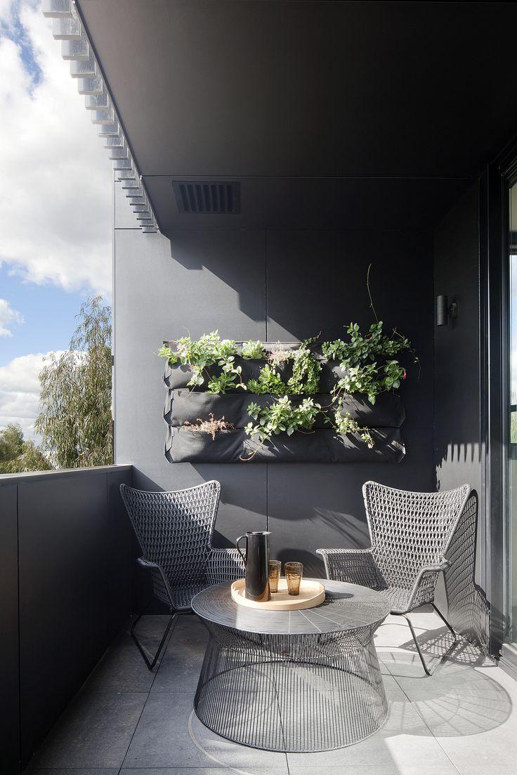 Цветы в текстильном кашпо на балконе