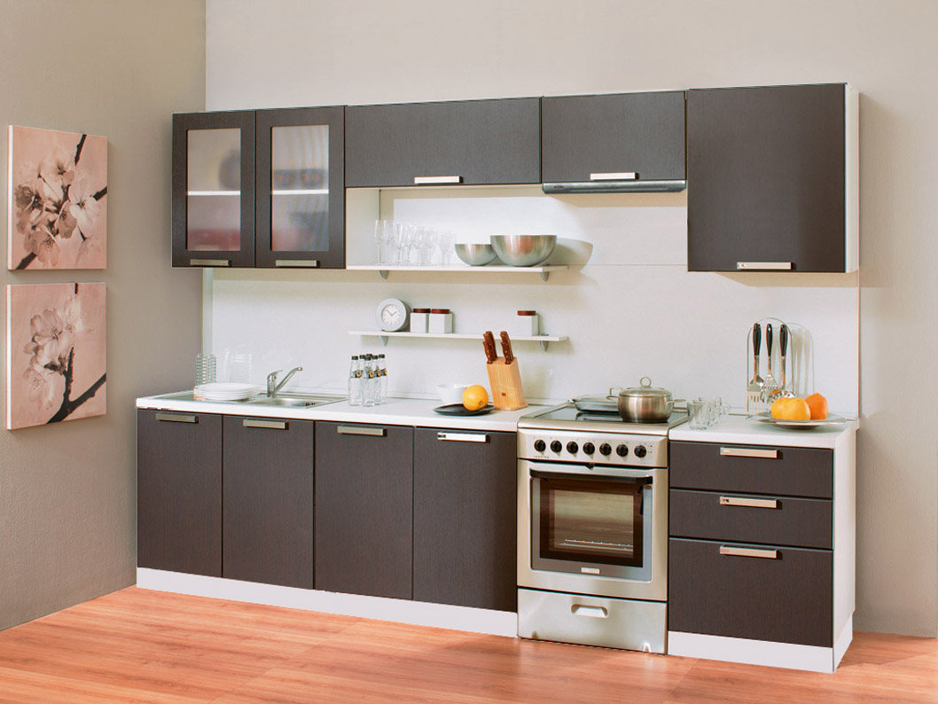 Прямой кухонный гарнитур с темным фасадом