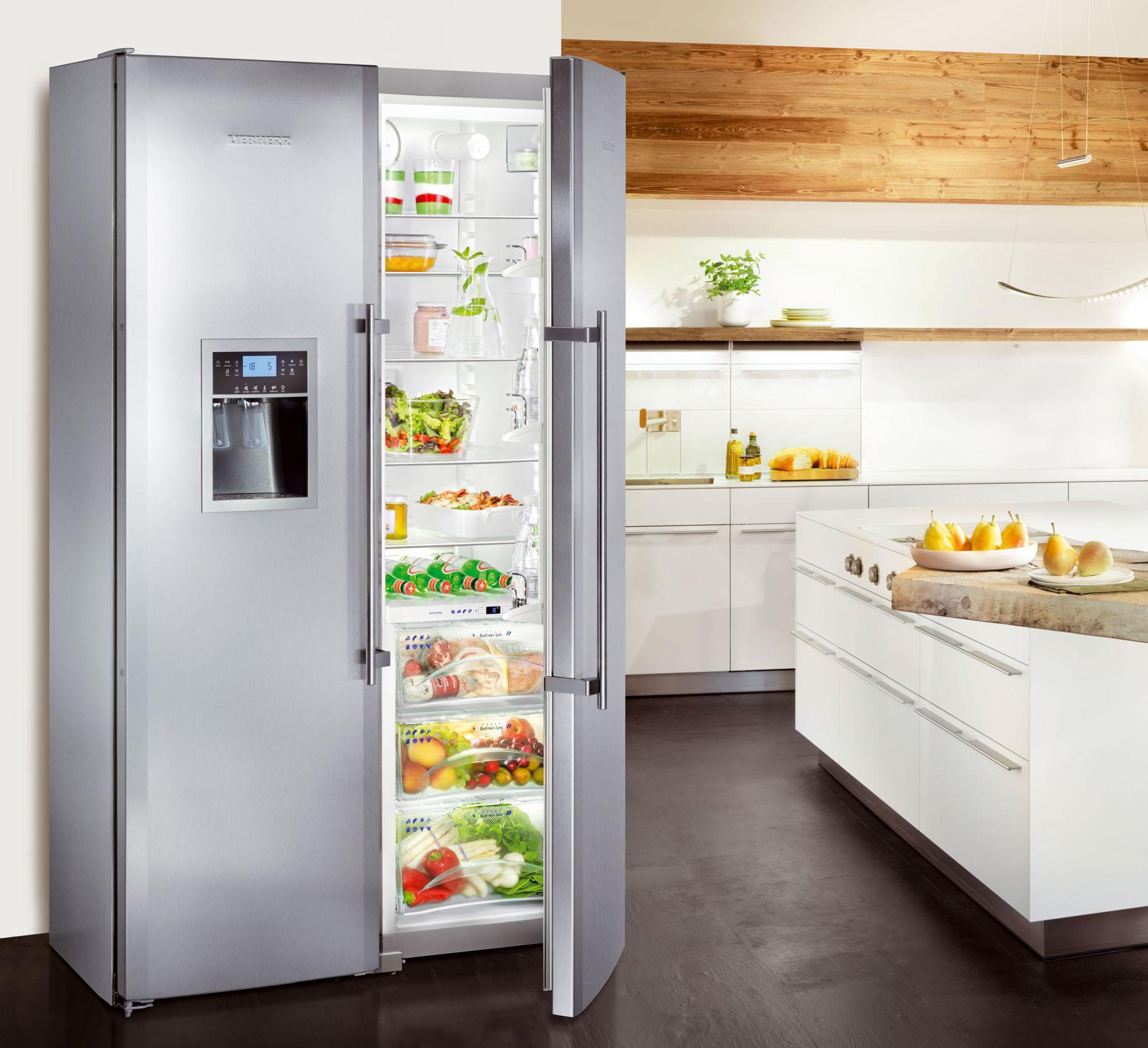Двухдверный холодильник с регулированием температуры