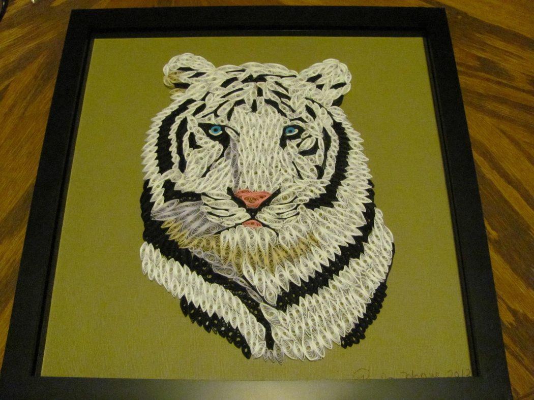 Панно декоративное из бумаги в виде тигра