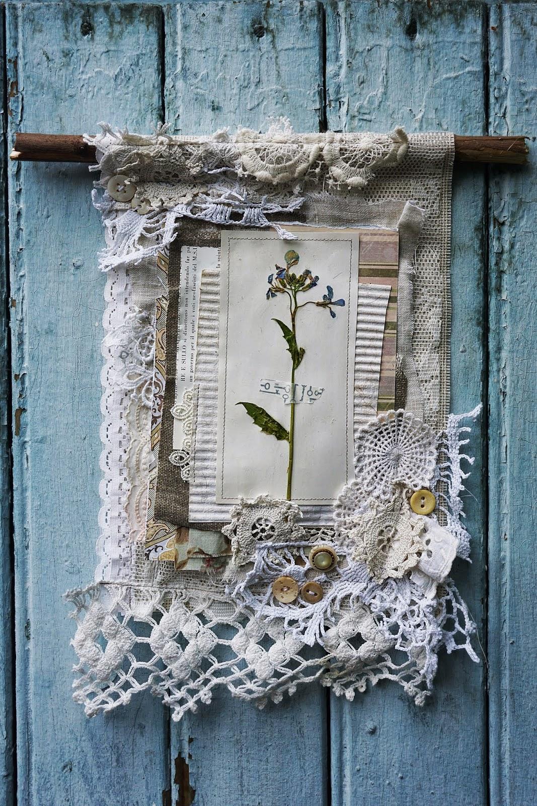 Панно декоративное из бумаги и ткани