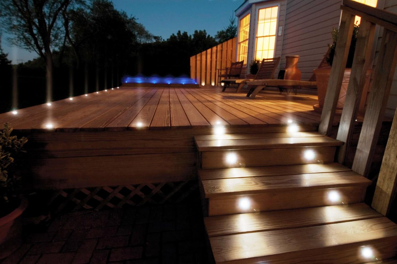 Точечные светодиодные светильники на веранде