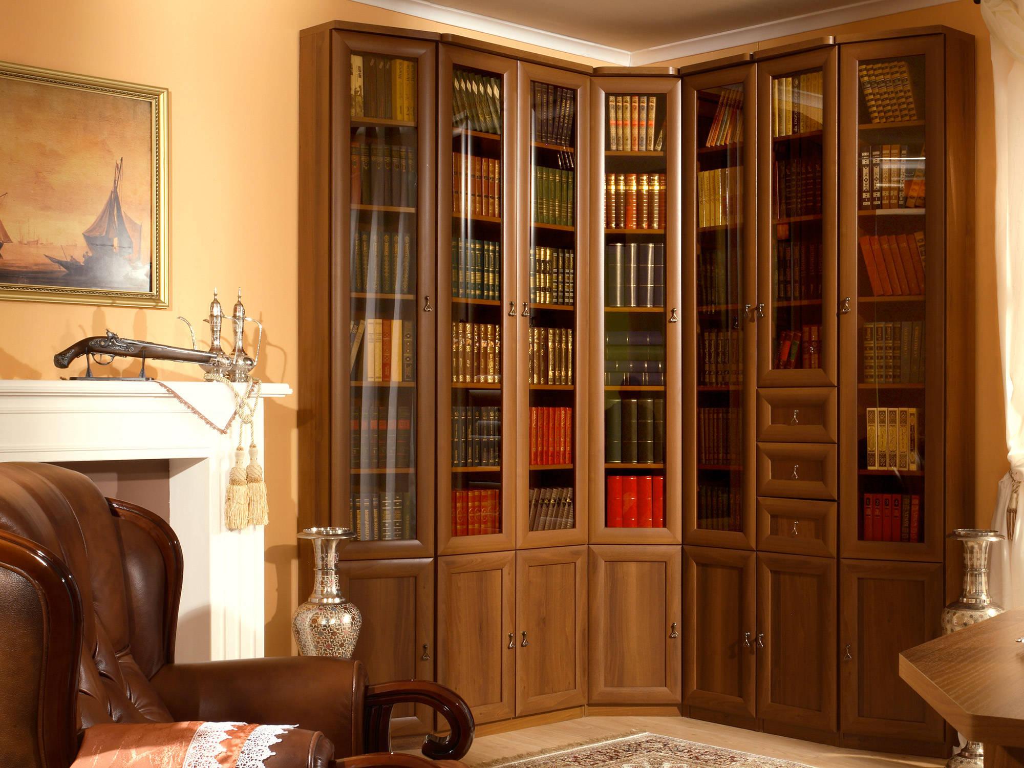 Угловой книжный шкаф для кабинета