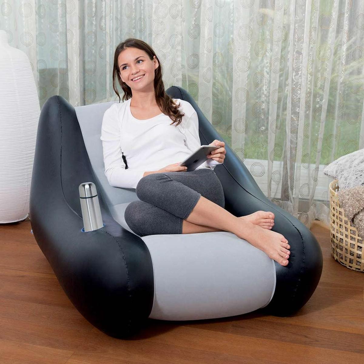 Надувное кресло с углублением для чашки