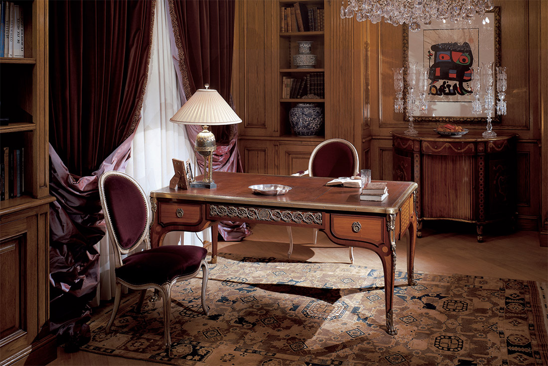 Стол-бюро с металлическим декором