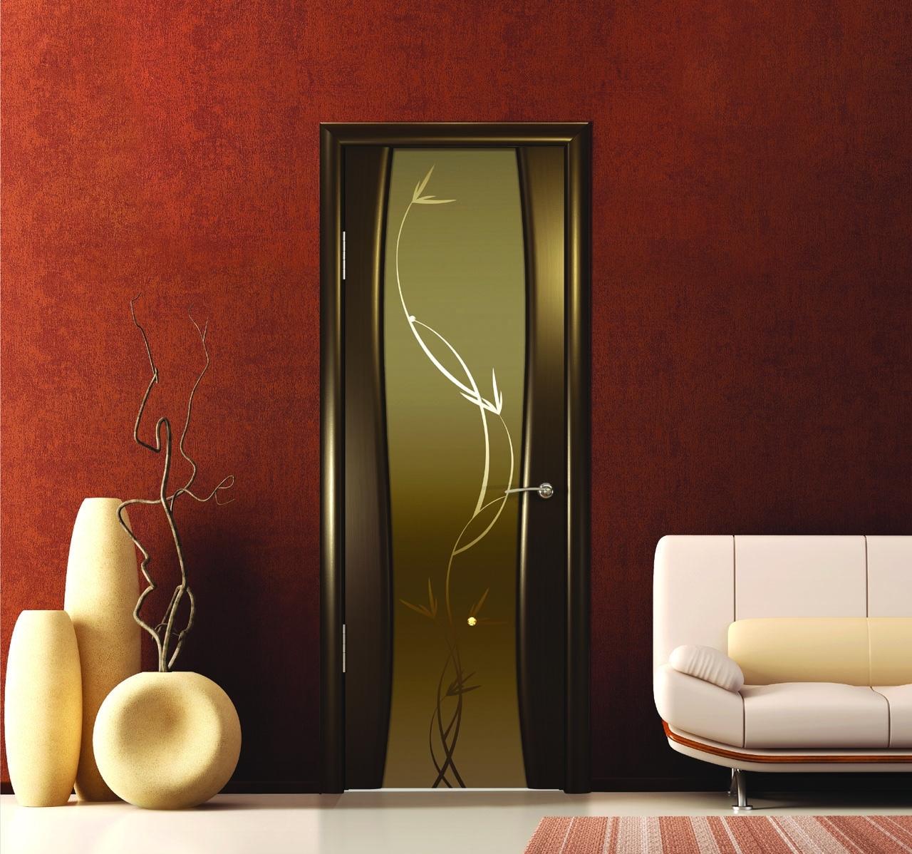 Дверь с узорчатым стеклом