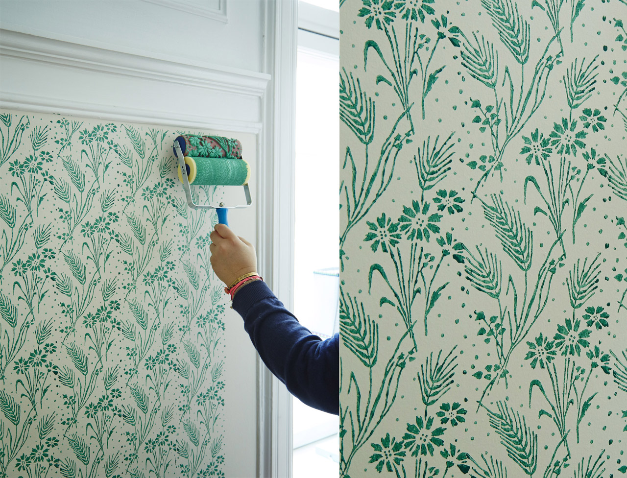 Покраска стен фигурным валиком в бирюзовый цвет