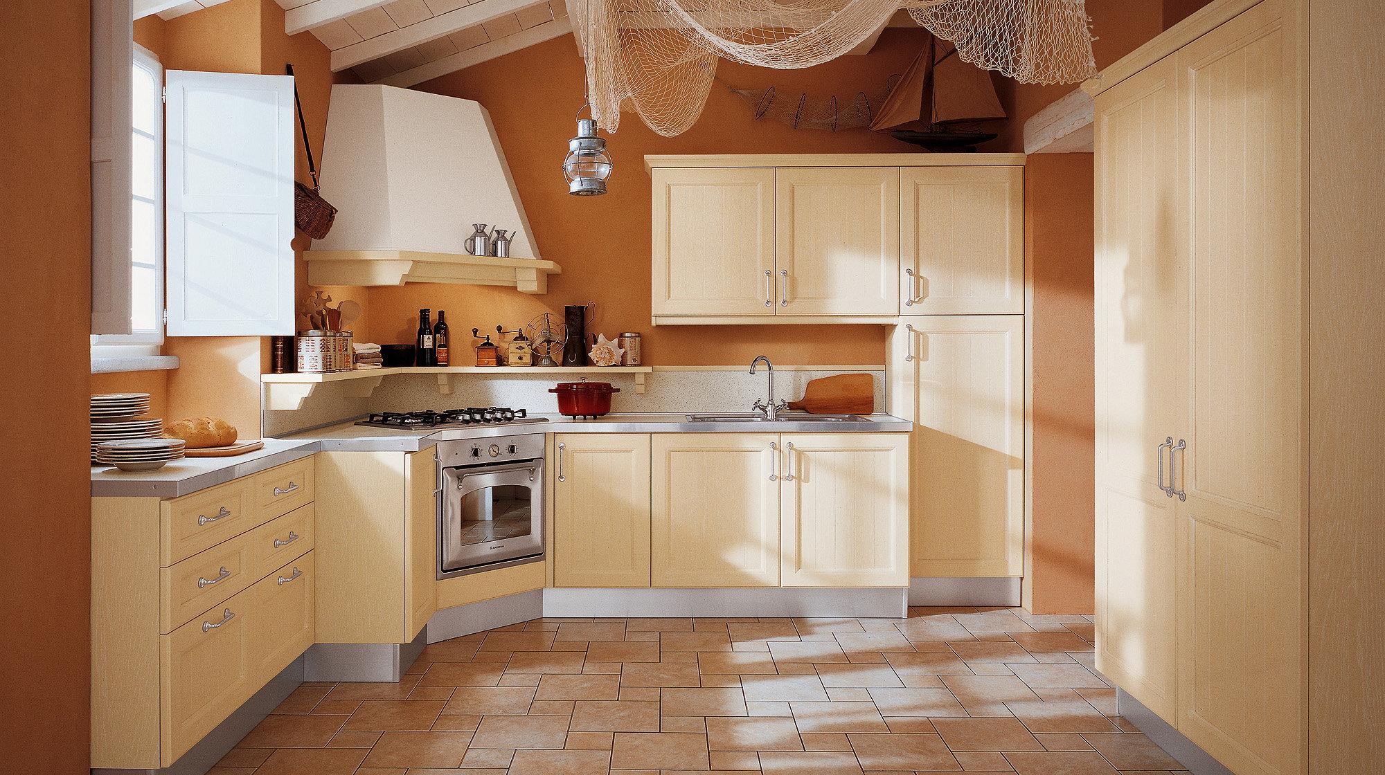 Угловая вытяжка на кухне цвета ваниль