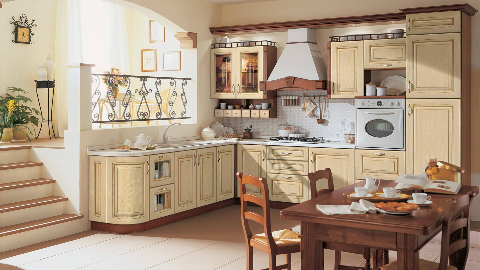 Классический кухонный гарнитур цвета ваниль