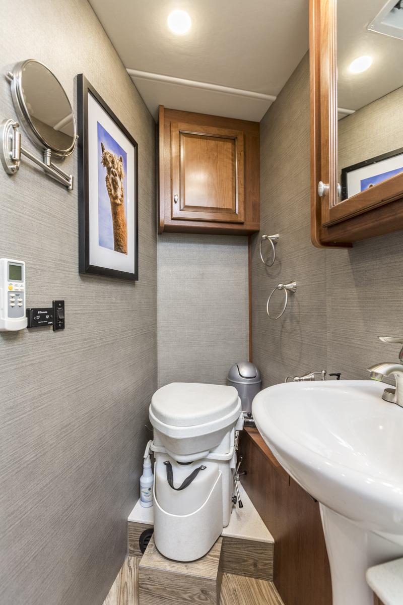 Биотуалет в ванной
