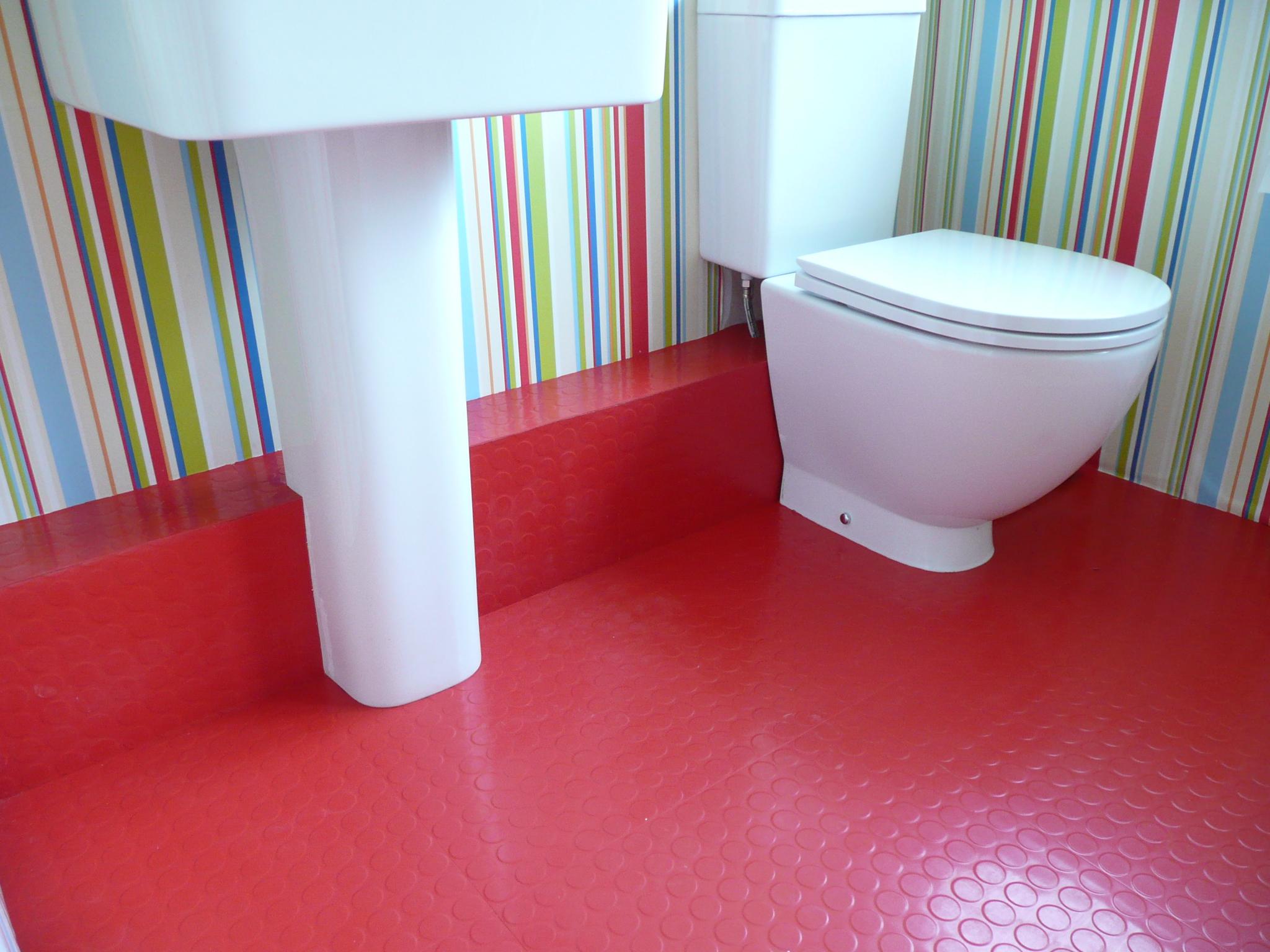 Резиновая плитка в ванной