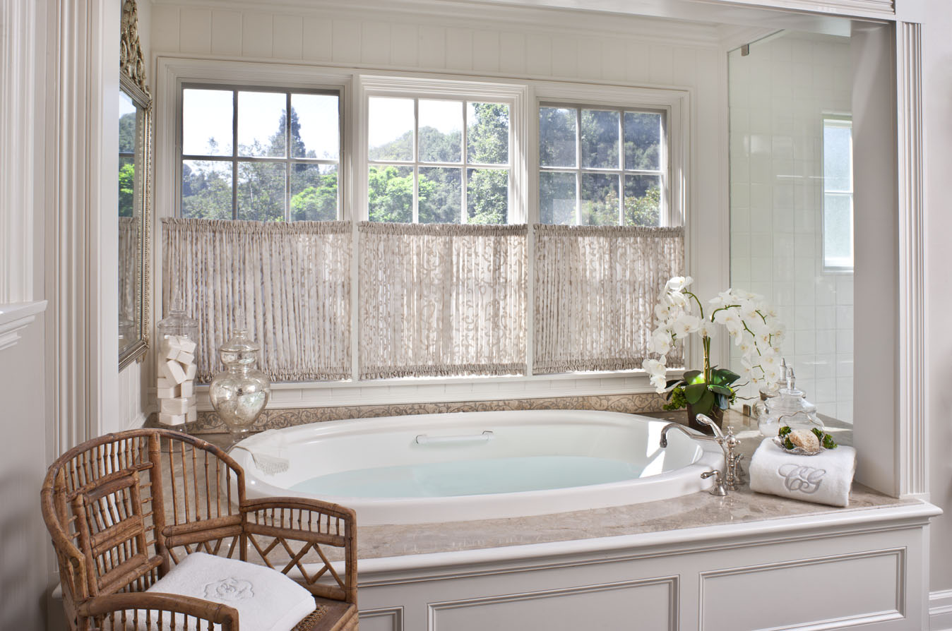 Шторы в стиле кафе в ванной