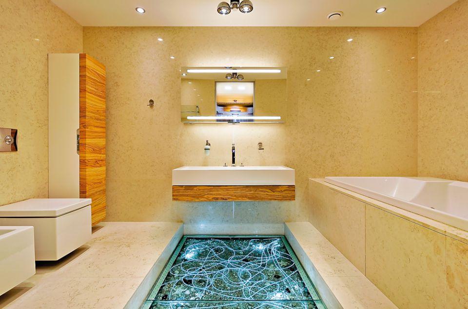Стеклянный пол в ванной