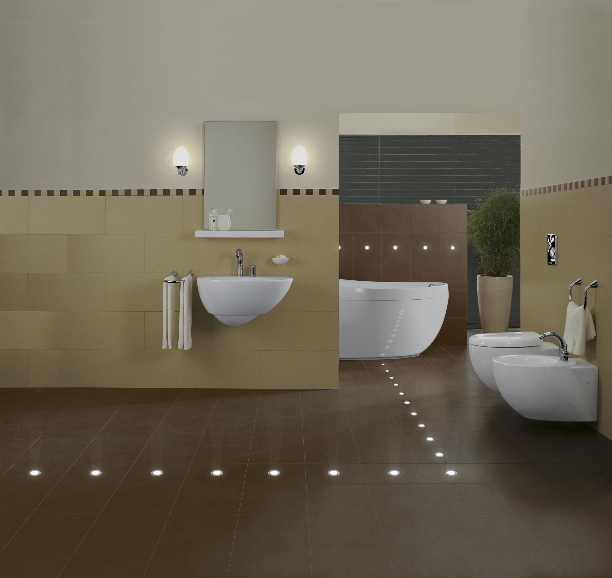 Подсветка пола в ванной точечными светильниками