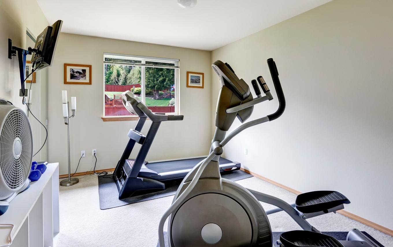 Домашний спортзал с вентилятором