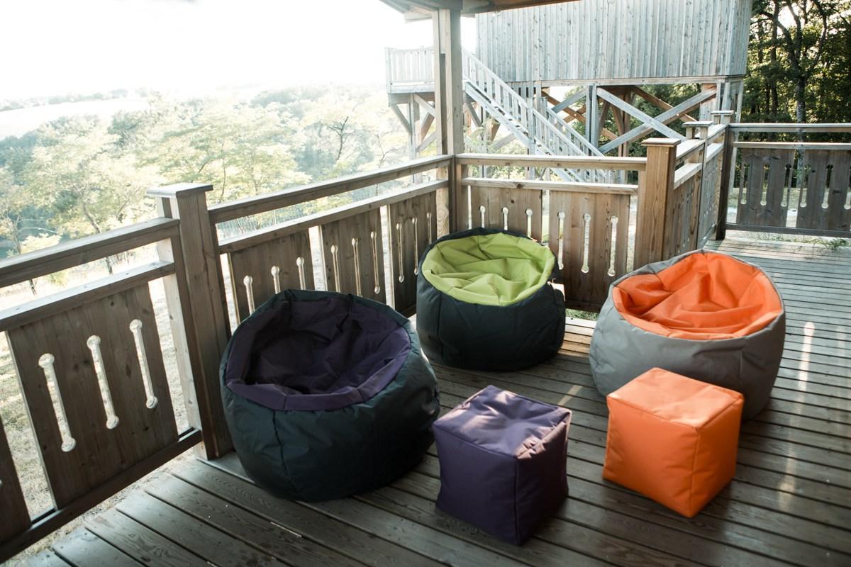 Бескаркасная мебель на веранде