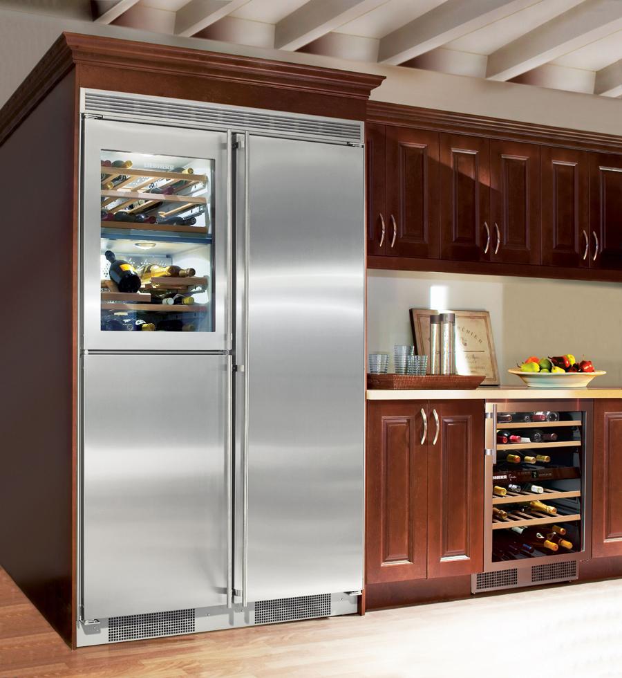 Двухдверный холодильник с отделением для вина