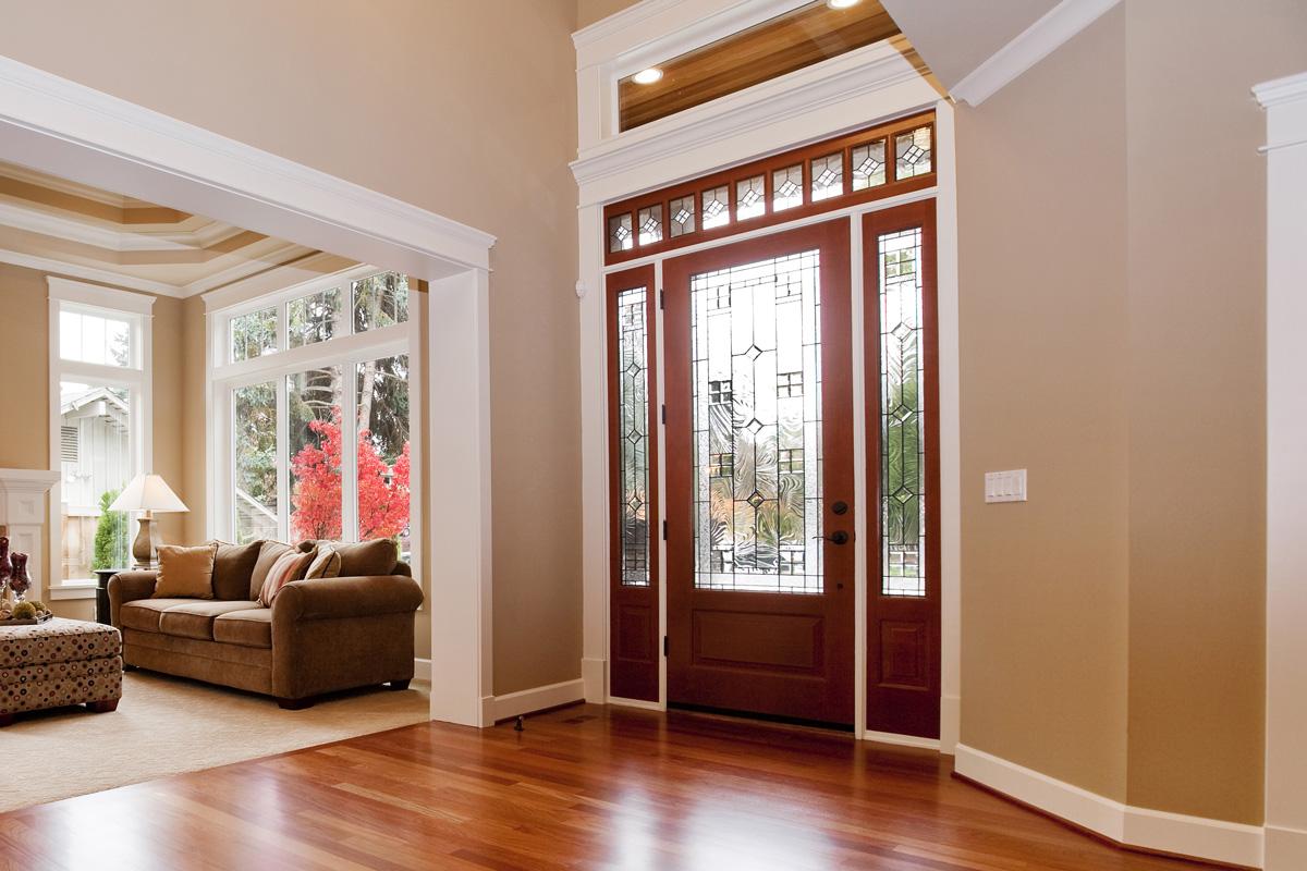Межкомнатная дверь со стеклом витражным