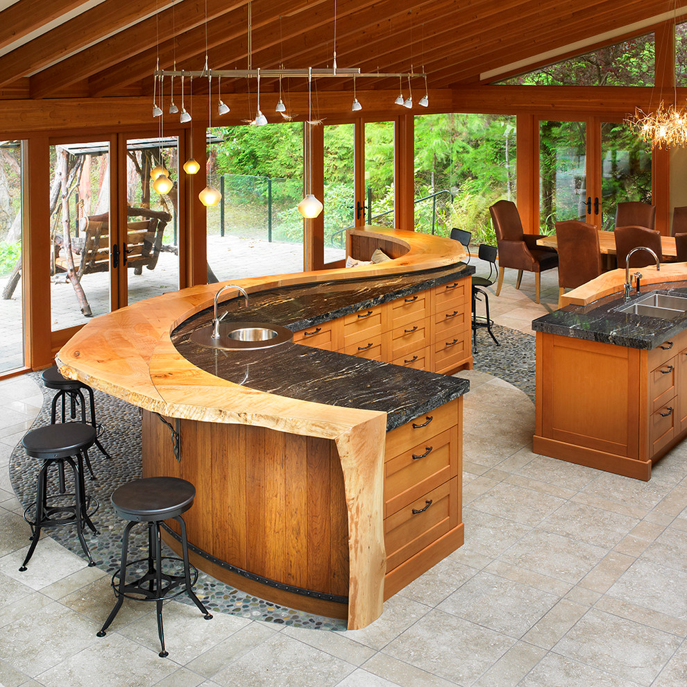 Волнообразная столешница из дерева и камня