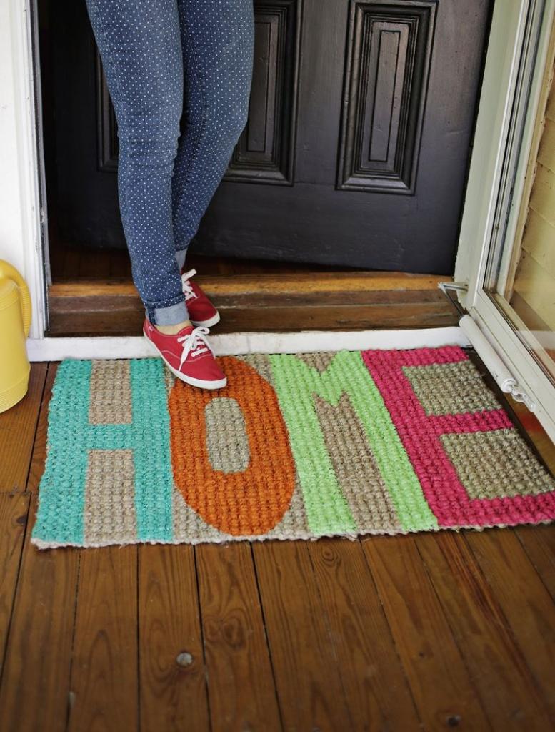 Вязаный придверный коврик