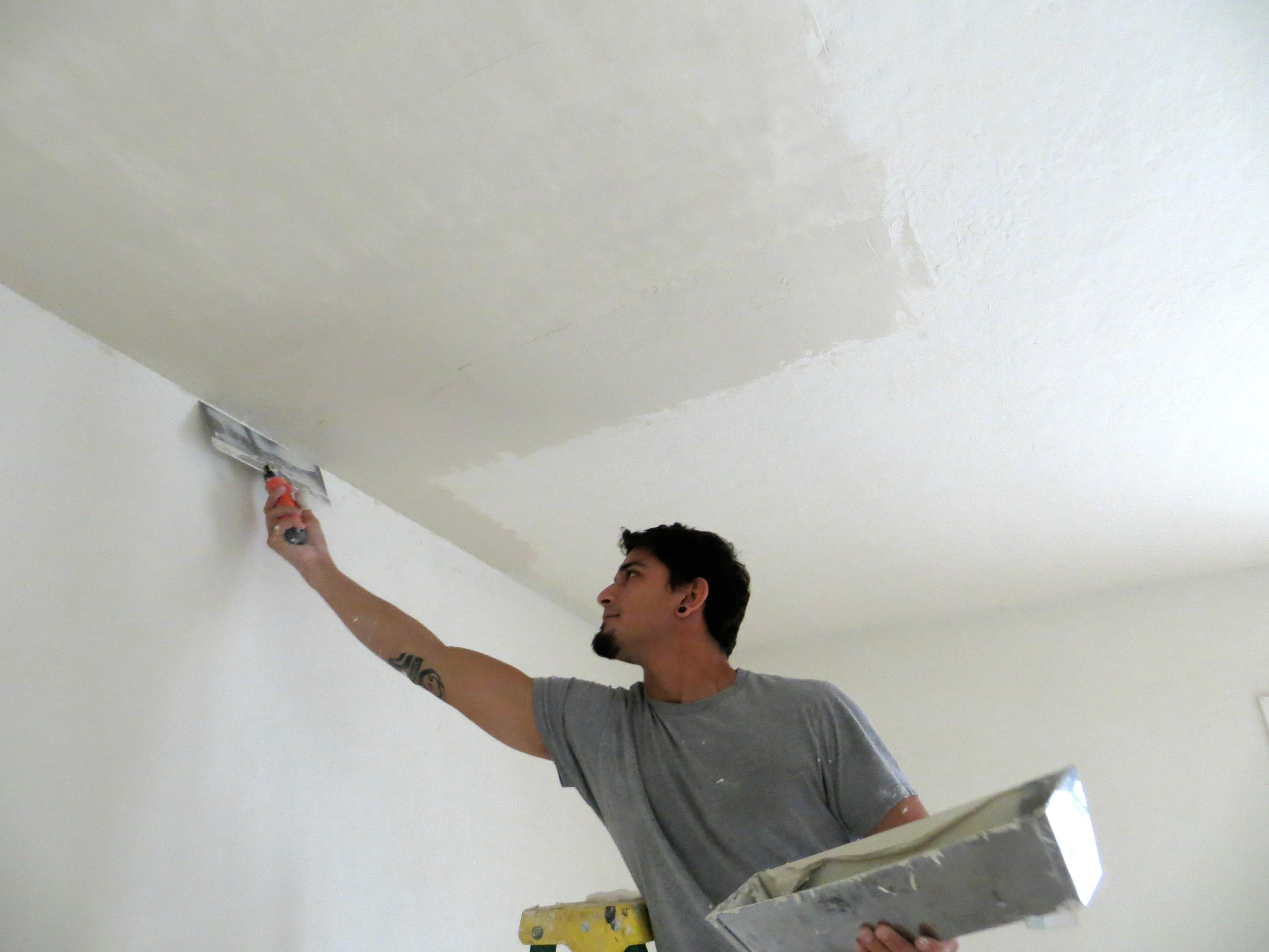 Выравнивание потолка перед побелкой