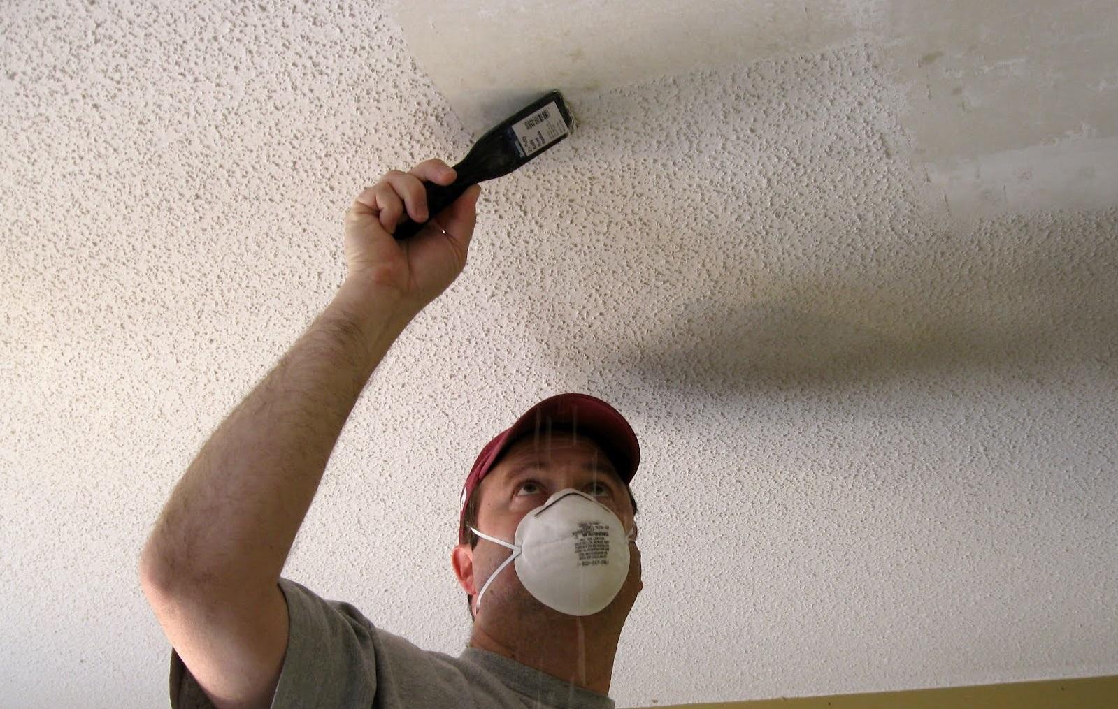 Зачистка побеленного потолка