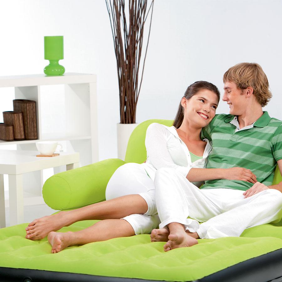 Зеленый надувной диван