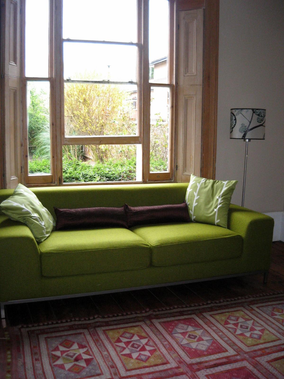 Зеленый диван-канапе
