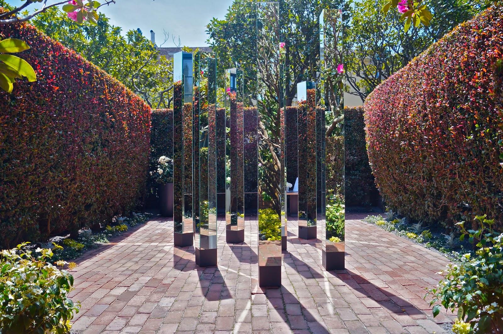 Зеркальная скульптура для внутреннего двора частного дома