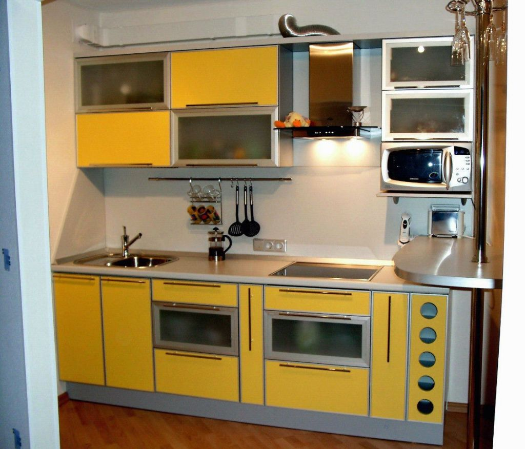 Прямой кухонный гарнитур желтого цвета