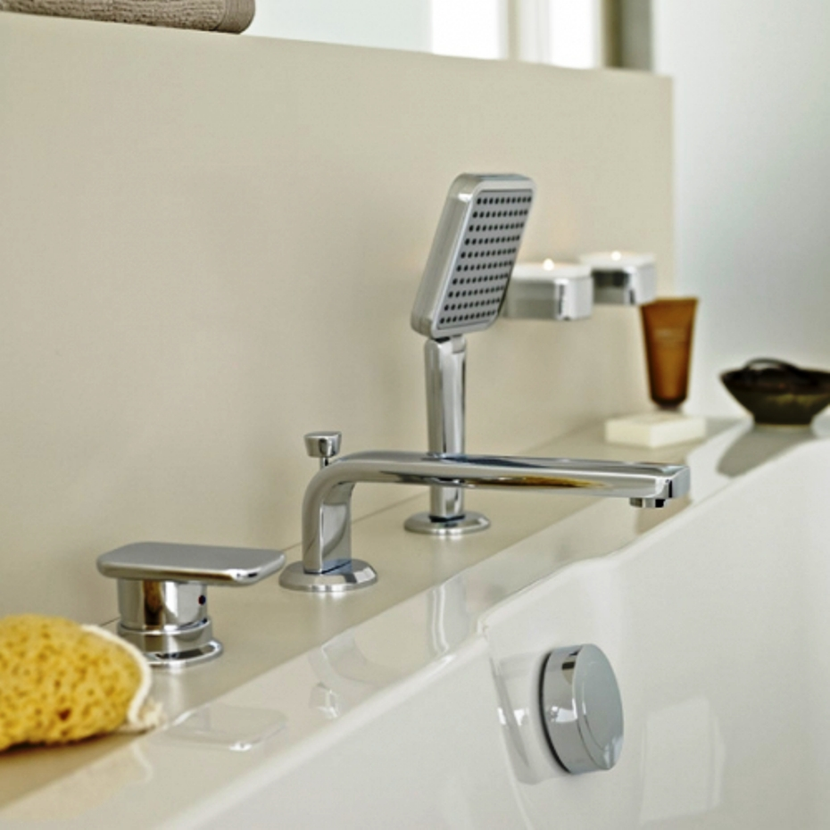 Смеситель на бортике акриловой ванны