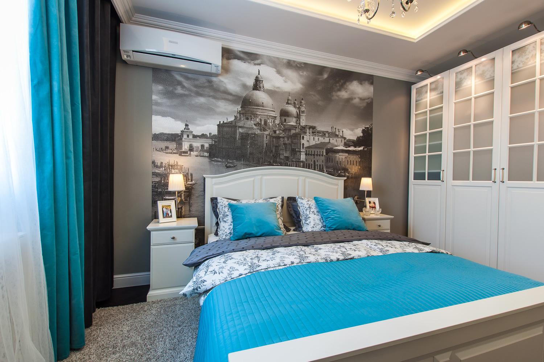Фотообои с изображением архитектуры над кроватью