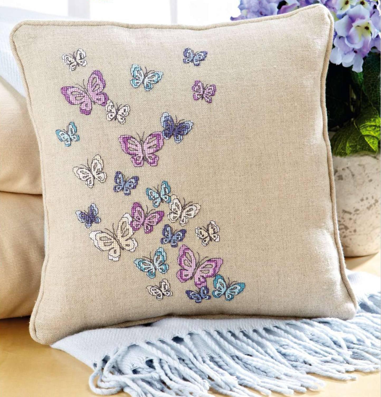 Декоративная подушка с бабочками