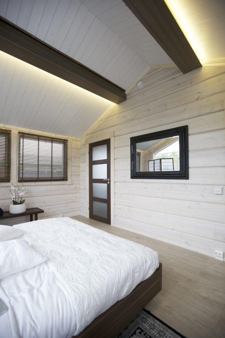 Потолок со светодиодной подсветкой и балками