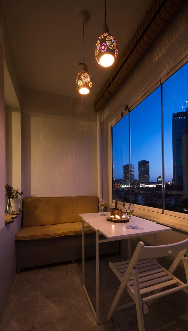 Складной стул на балконе