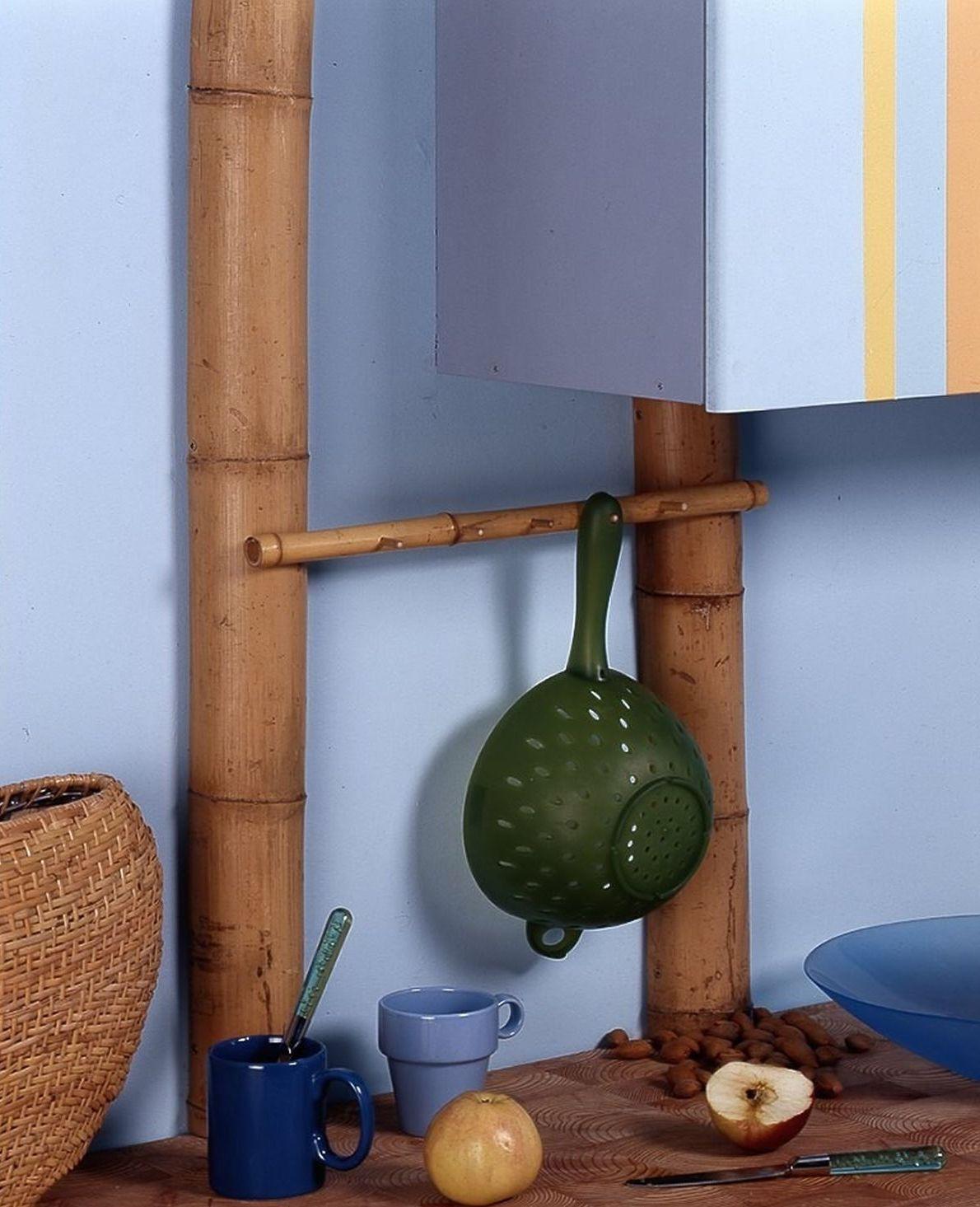 Декор труб бамбуком на кухне