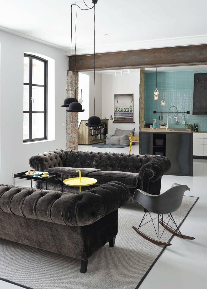 Черный бархатный диван в интерьере