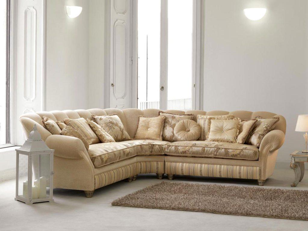 Бежевый диван в классическом стиле