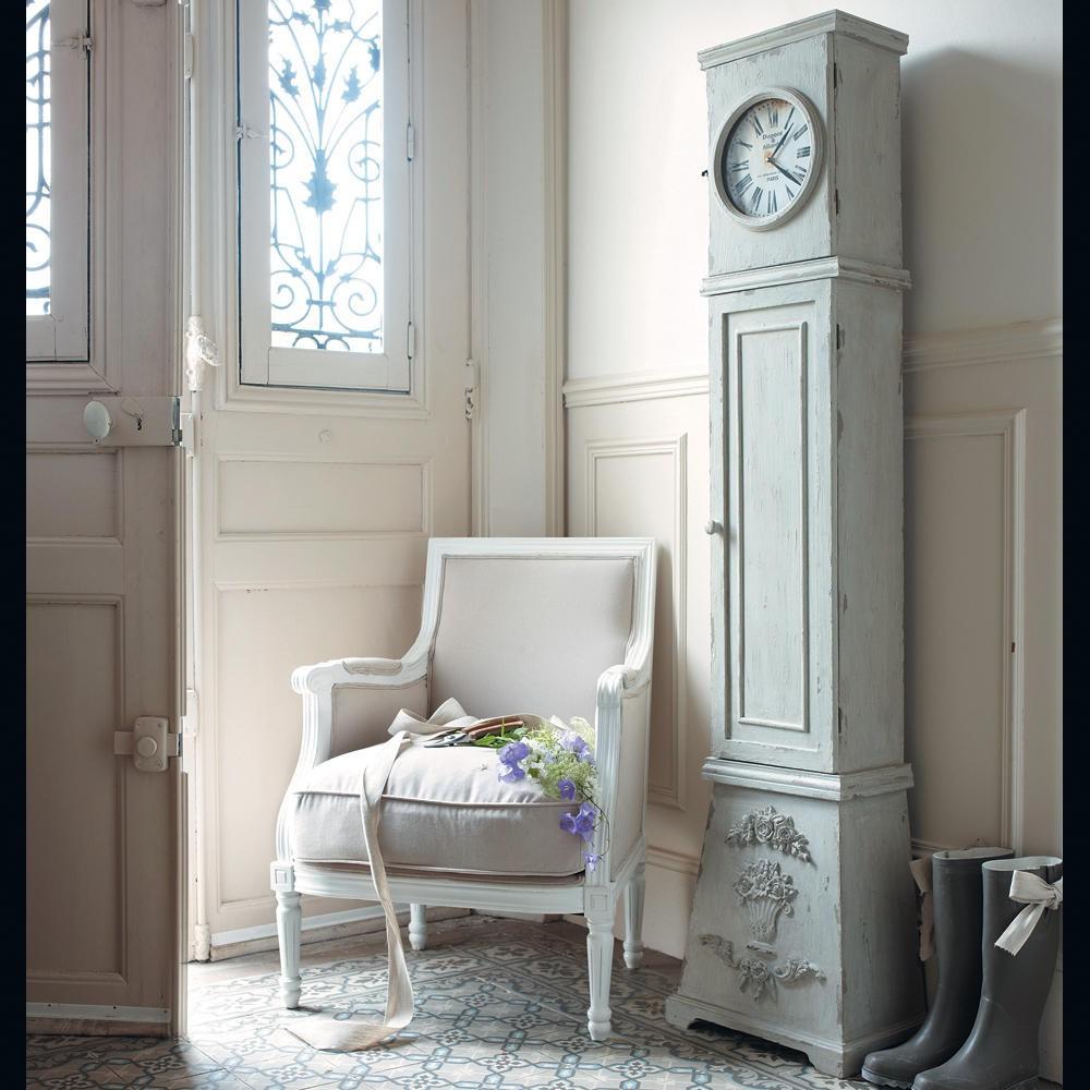Бежевое кресло в стиле прованс