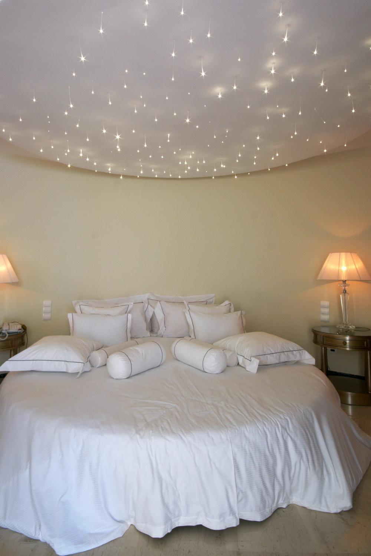 """Белый потолок """"звездное небо"""" в спальне"""