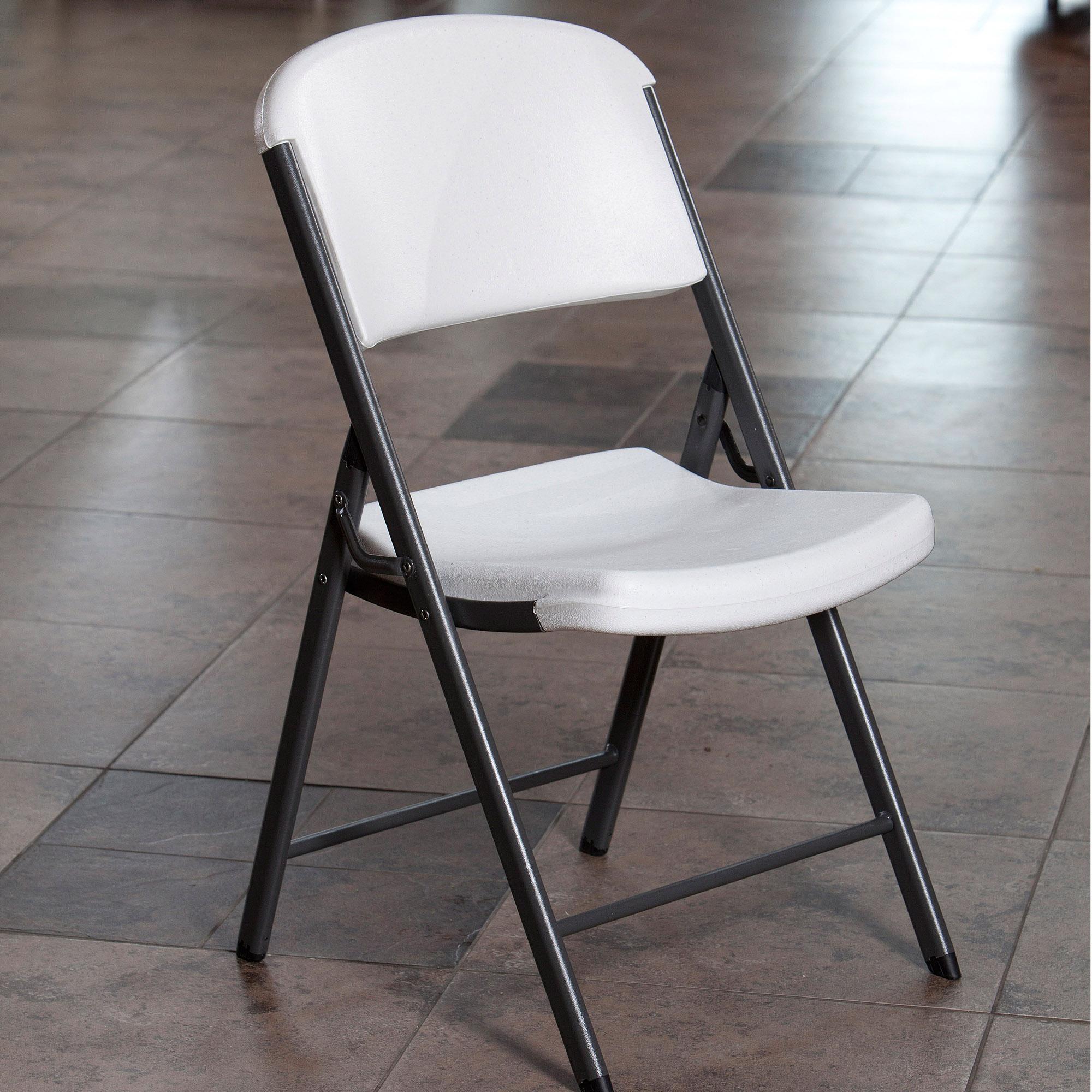 Белый складной стул