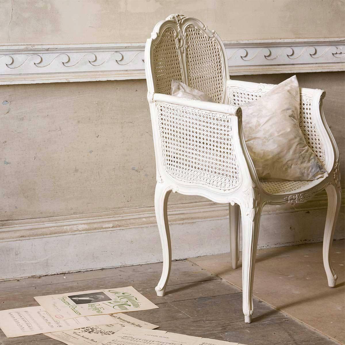 Белое кресло в стиле прованс