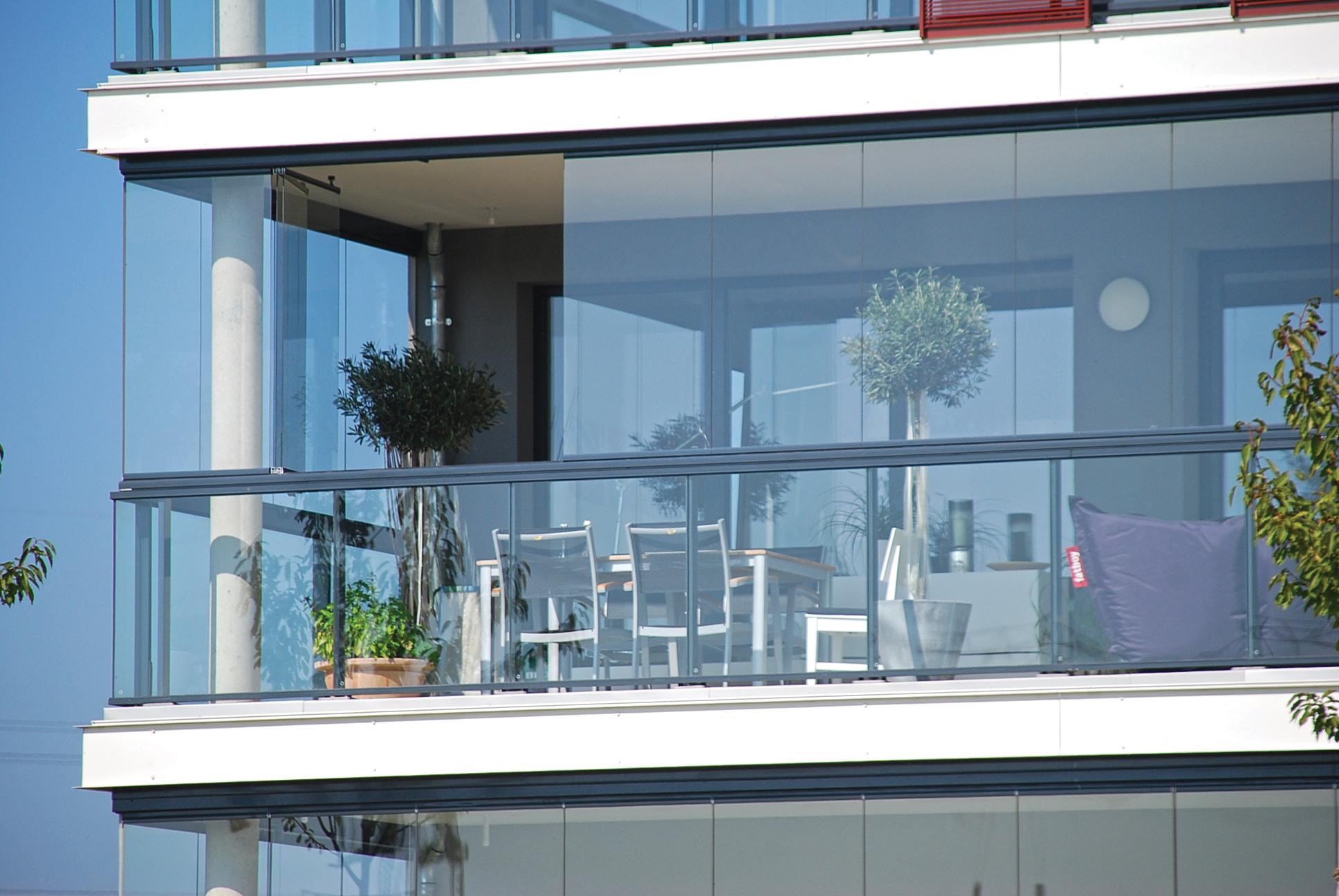 Безпрофильное панорамное остекление балкона