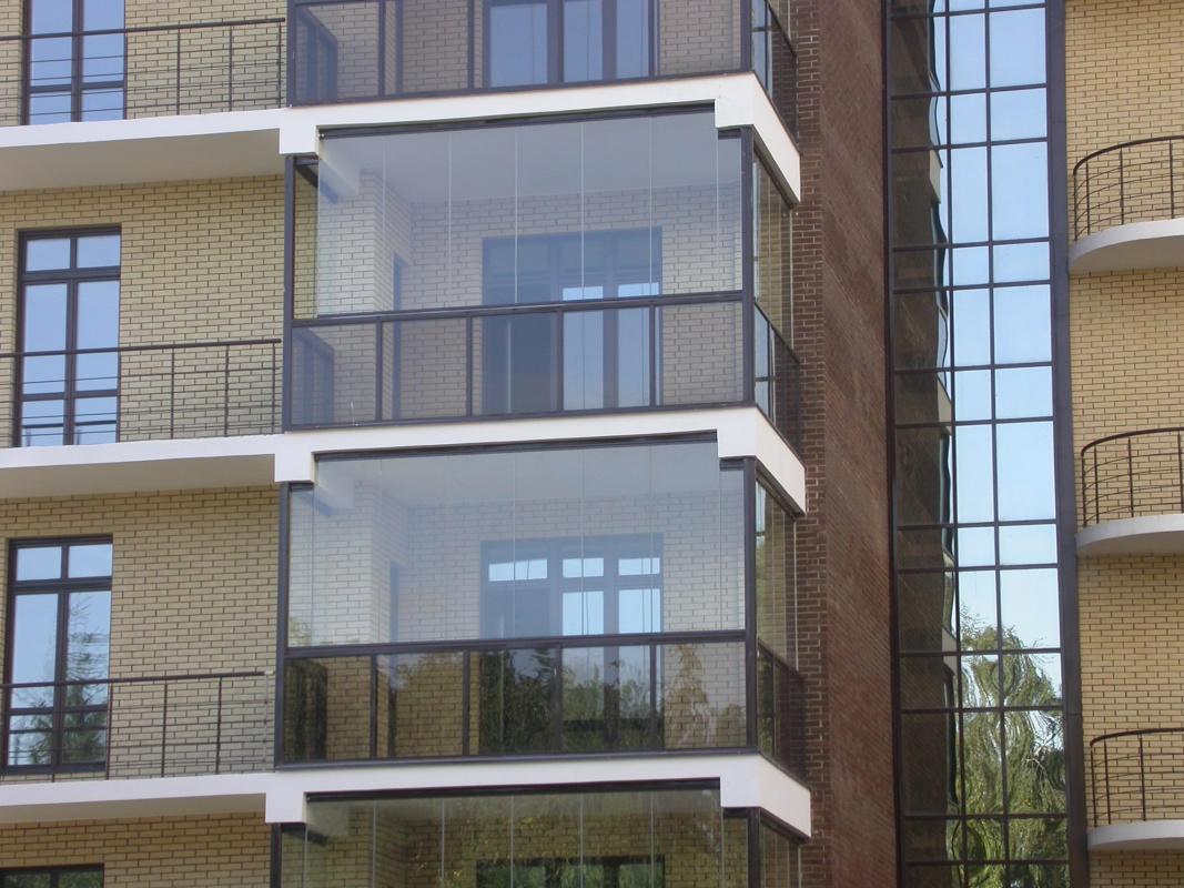 Безрамное панорамное остекление балкона