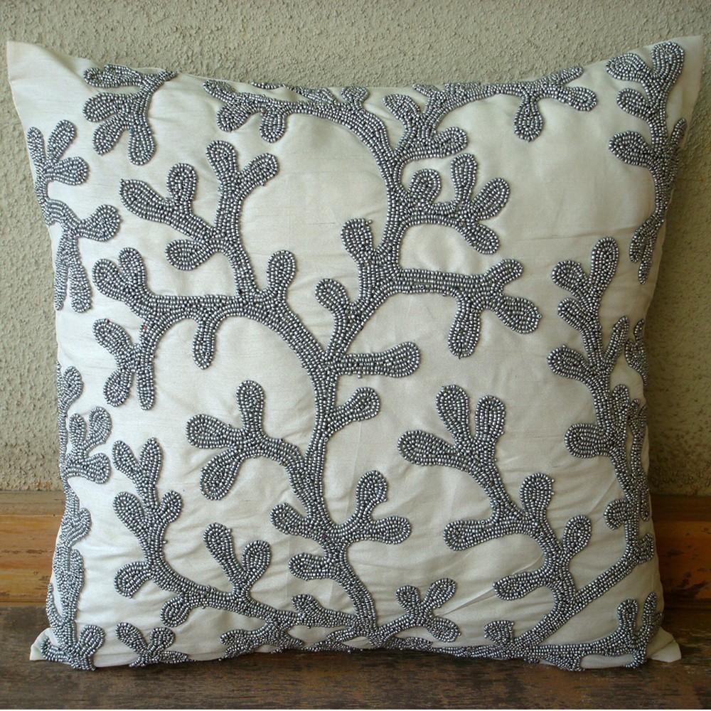 Декор подушки бисером